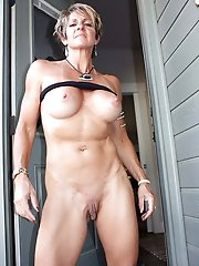 Glamorous mature MILF wants to play with dildo