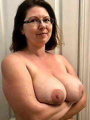 Insatiable mature whore is playing alone