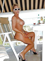 Erotic older dame baring it all on pics