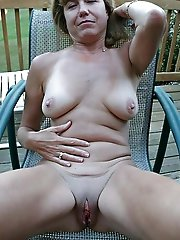 Astonishing mom exposing her sexy lines on photo