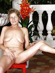 Gorgeous mature tart having fun