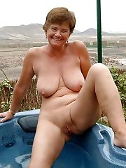 Mature milf getting nude on pics