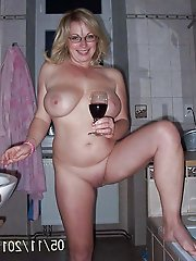 Attractive older granny giving pussy