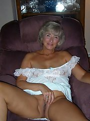 Juicy experienced cougar baring it all on cam