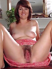 Nasty older momma showing her hot body on pictures