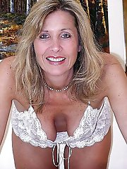 Enchanting momma posing fully undressed on pictures