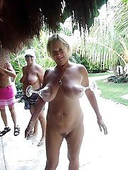 Cock addicted experienced cougar spreading her legs on cam