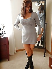 Dissolute older gilf spreading her legs on pics