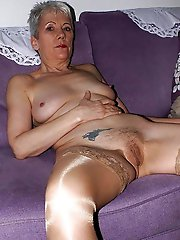 Filthy experienced granny playing with her slit