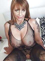 Fantastical mature bitch in good shape