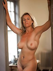 Amazing experienced gilf in hot dress