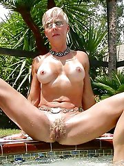 Ugly mature chick posing totally undressed on camera