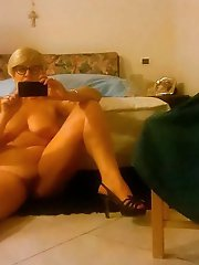Russian mature mommies baring it all on pics