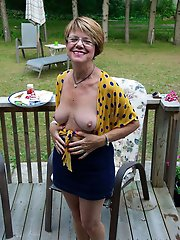 German aged dame posing totally undressed on photo