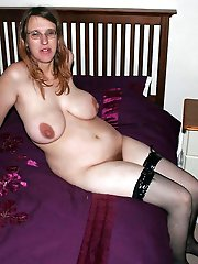 Older mistress posing totally naked